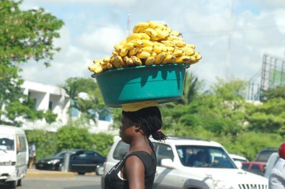 Nacionales haitianos comienzan a dejar barrios de Sto. Dgo Este