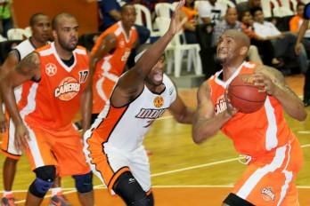 Inauguran torneo de baloncesto de La Romana