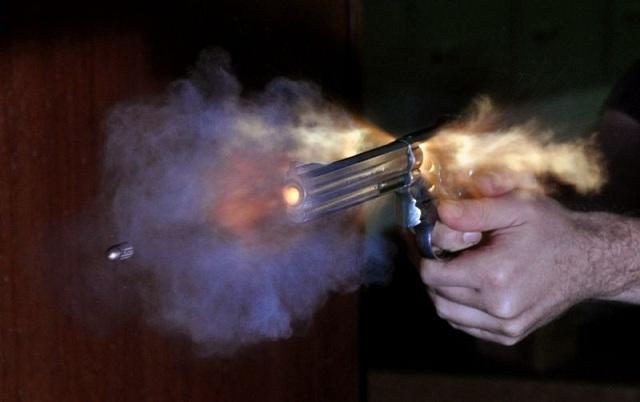 Un hombre fuertemente armado  mata a un agente de los Swat en SDE