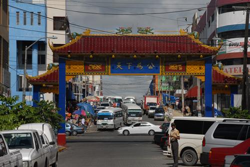 Decomisan en Barrio Chino miles de productos vencidos y con etiquetas en otro idioma