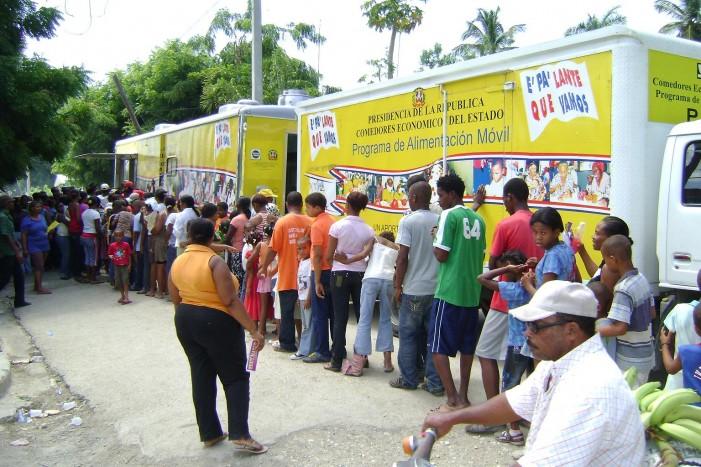 Realiza amplio operativo de entrega de alimentos en Barahona, Bahoruco en Independencia