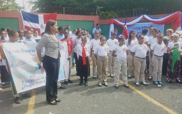 Red de Centros Educativos de Los Mameyes y el ensanche Isabelita realizan parada cívica
