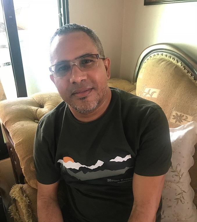 Comunicador denuncia calle Doce del ensanche Isabelita se encuentra estado de abandono