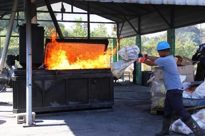 Pro Consumidor destruye 25 mil productos dañados que fueron decomisados en diferentes operativos