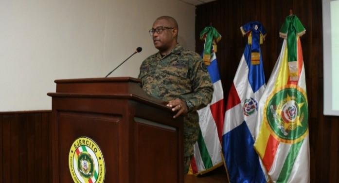 Comandante General del Ejército y Director de Entrenamiento Militar exponen en panel de liderazgo en EGEMERD